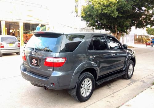 toyota fortuner urbana 4x2 automática 2011