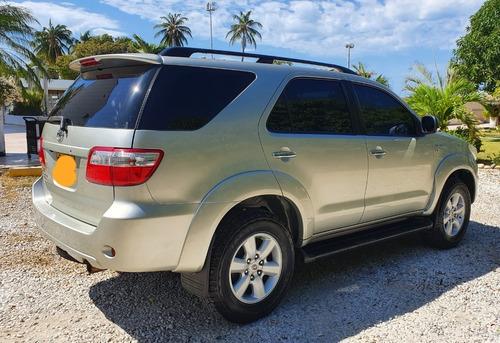 toyota fortuner v6 4.0 aut sr5 2011