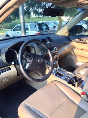 toyota highlander premium 45000 kms