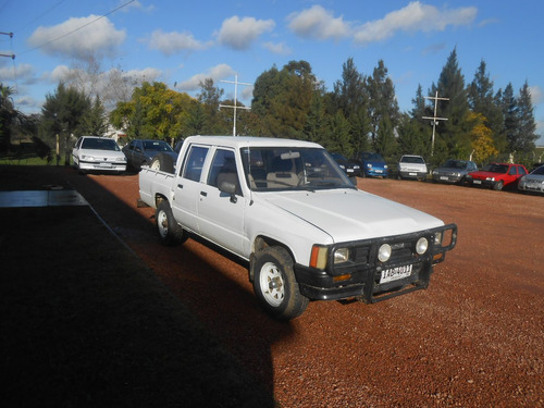 toyota hilux 2.4 doble cabina año 1989. excelente. barriola