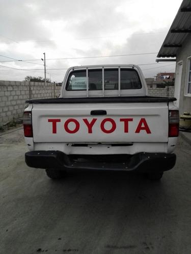 toyota hilux 2.4 gasolina 4x4. doble cabina. año 2002