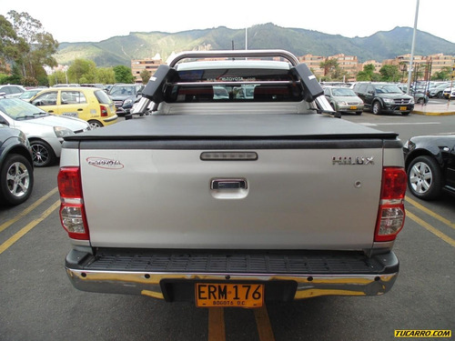 toyota hilux 2.5 mt turbo diesel 4x4