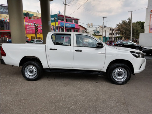 toyota hilux 2.7 cabina doble base mt 2017