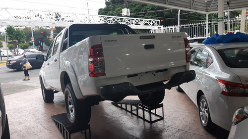 toyota hilux 2.7 chasis cabina mt