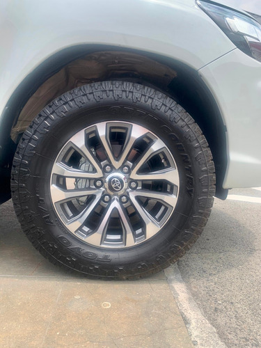 toyota hilux 2.8 at diesel 4x4