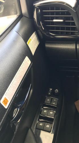 toyota hilux 2.8 cabina doble srx 177cv 4x2 at
