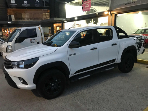 toyota hilux 2.8 cd limited 177cv 4x4 at 2018 1700 klms