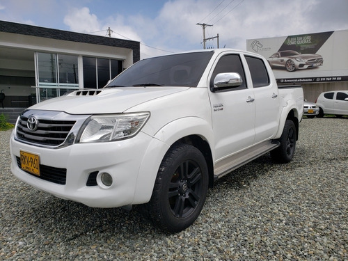 toyota hilux 3.0 4x4 at