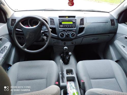 toyota hilux 3.0 sr 4x4 2006 // tomo auto o moto