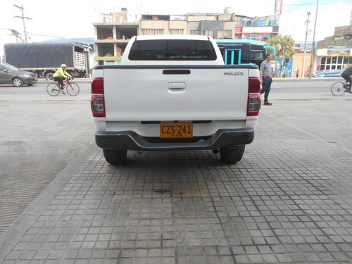 toyota hilux 4 x 2 diesel