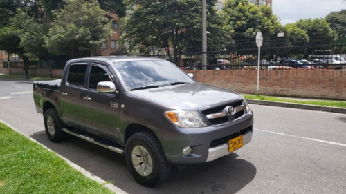 toyota hilux 4*2 mecánica gasolina 2007