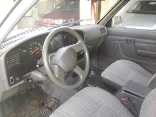 toyota hilux 4x2 dlx d/cab. 2001