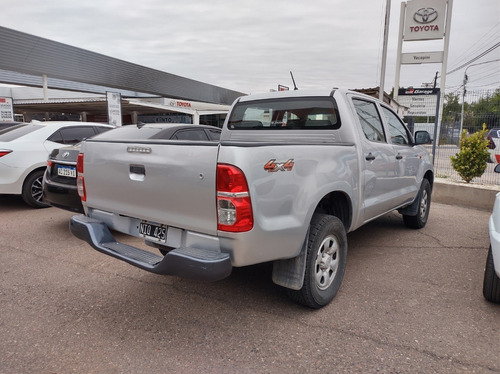 toyota hilux 4x4 dx pack 2.5