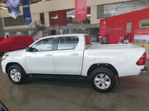 toyota hilux 4x4 mecánica de 6 cambios
