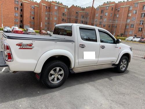 toyota hilux 4x4  motor 2.5 diesel 2014 publica