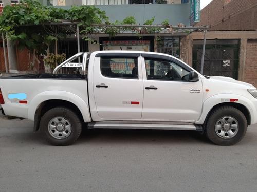 toyota hilux d-4d 3.0 4x4 2013 / blanco 5 puertas