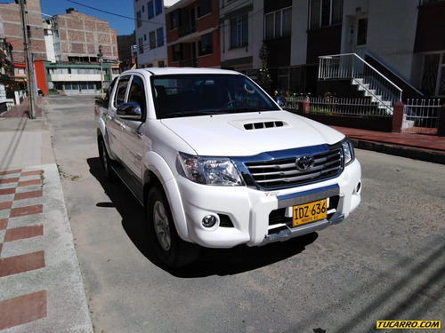 toyota hilux full equipo int. 3 negros 2015