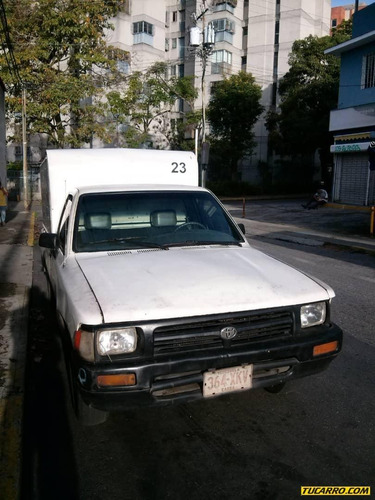 toyota hilux furgon