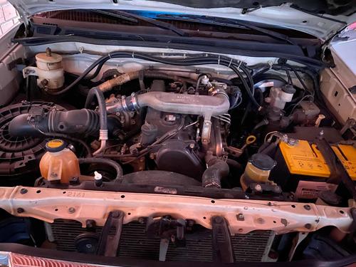 toyota hilux mecánica 2500cc