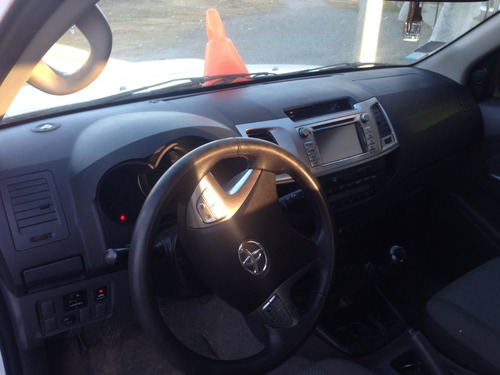 toyota hilux srv  3.0 4x4 manual
