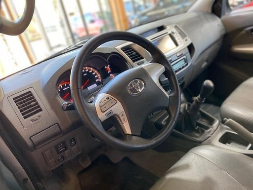 toyota hilux srv 4x4 año 2012 impecable