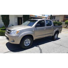 Toyota Hilux Standard 2.7
