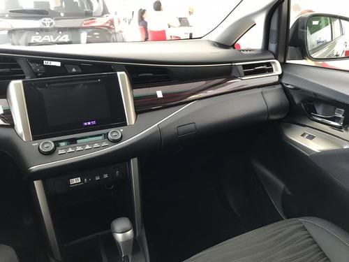 toyota innova srv - 8 asientos