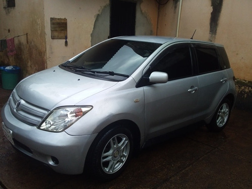 toyota ist  año 2002/3