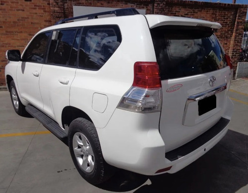 toyota land cruiser 2,013 3 filas