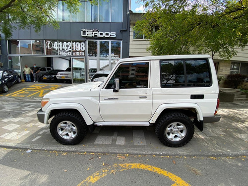 toyota land cruiser mt 4000cc 4x4
