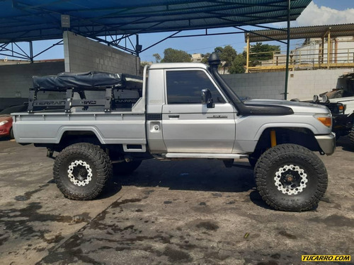 toyota macho pickup 4x4