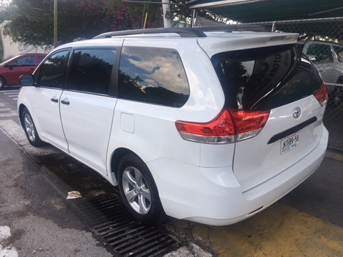 toyota sienna le impecable