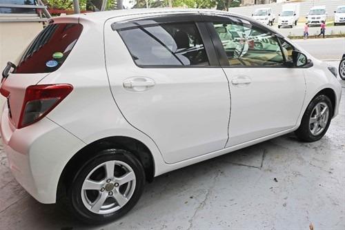 toyota viz 2013 con 120.000 inicial varios vehículos dispon