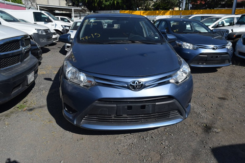 toyota yaris 1.5 core at sedan cvt plata