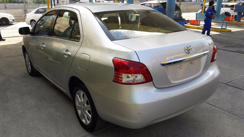 toyota yaris 1.5 premium sedan at 2016 automatico