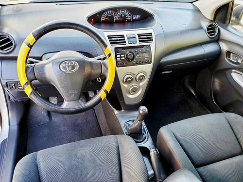 toyota yaris 1.5 premium sedan mt 2016
