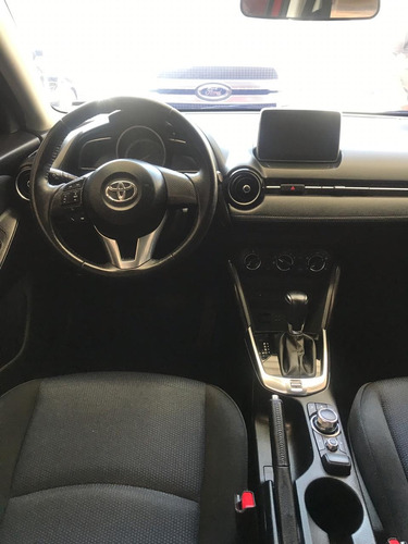 toyota yaris 1.5 r le at 2017