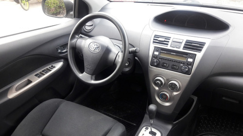 toyota yaris 1.5 sedan premium l4 at 2015