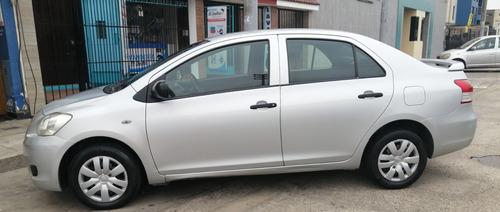 toyota yaris 2007,plata metálico, 5 puertas, modelo sedán.