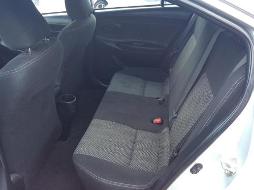 toyota yaris 4p sedán core l4/1.5l aut