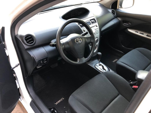 toyota yaris premium 1.5 at 2011