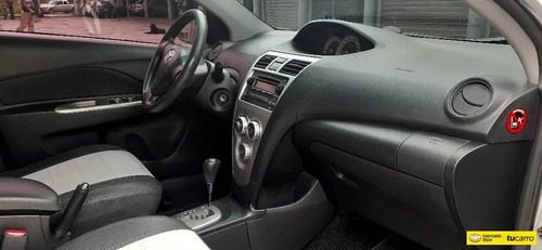 toyota yaris sedan automatico