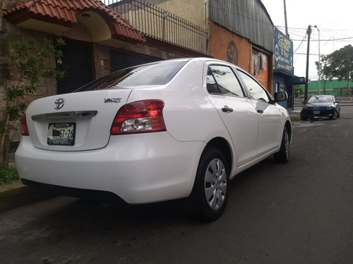 toyota yaris sedan core base mt 2014  unico dueño fac orig.