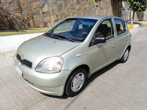 toyota yaris sedán sincronico
