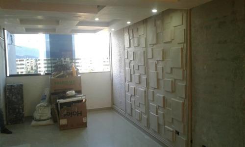 trabajo de decoración en yeso. carpintería y electricidad