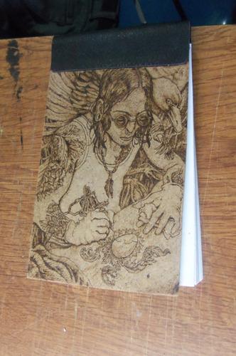 trabajos de pirograbado sobre madera o piel grabados a mano