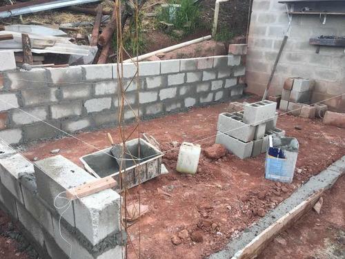 trabalho de pedreiro ,blocos ,tijolos,do alicerce ao acabame