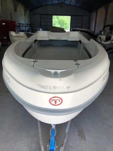 tracker 530 homologado para 6 personas hasta 150 hp