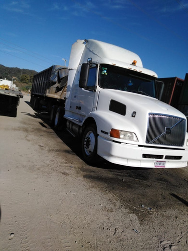 tractocamion volvo 2002