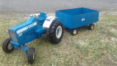 tractor antiguo. chapulin